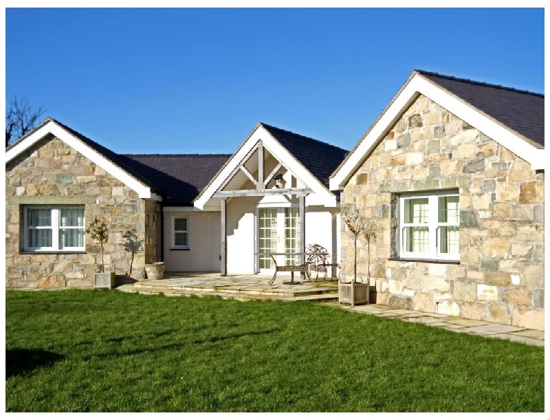 Pen y Bont Bach a british holiday cottage for 7 in ,