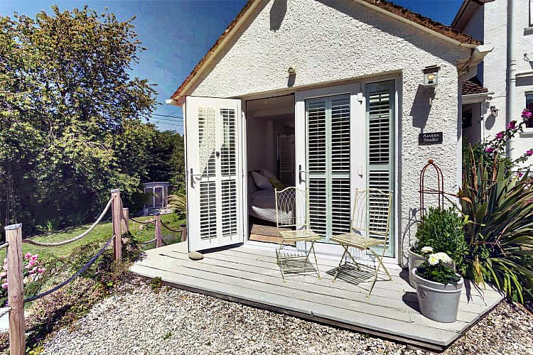Acorns Studio a british holiday cottage for 3 in ,