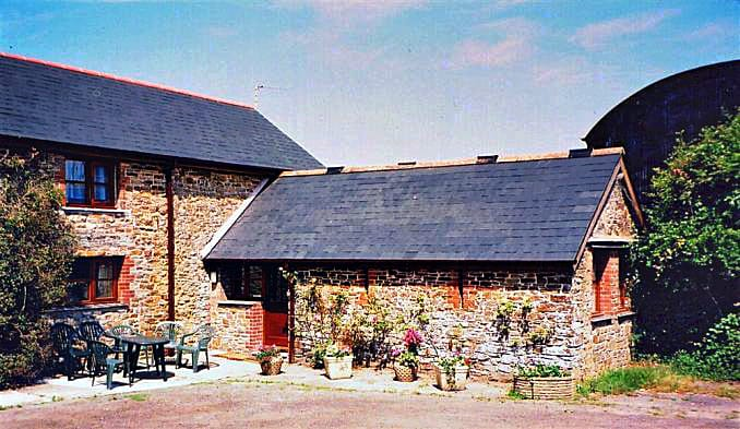 Bowood Farm, Corn House a british holiday cottage for 6 in ,